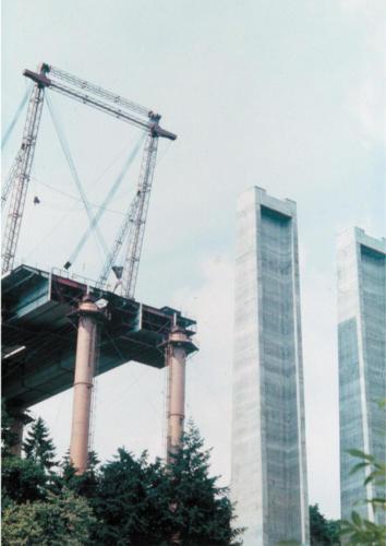 Montážní podpěry a betonové pilíře.